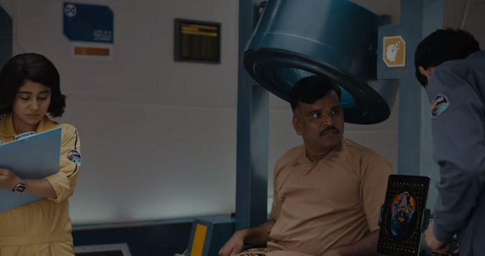 Cargo Movie Review: Fresh & Innovative Slow Burn | Hindi | Netflix